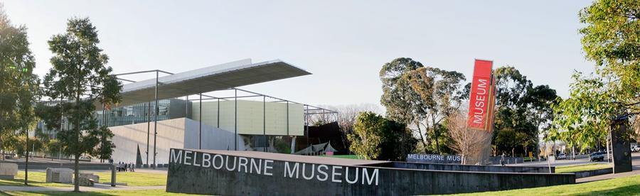 Melbourne_museum_exterior_panorama.jpg