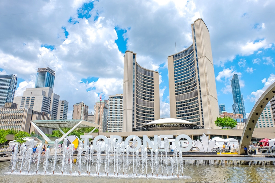one-day-in-toronto-itinerary-nathan-phillips-square.jpg
